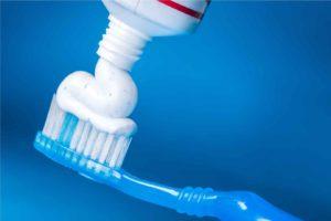 Come-lavarsi-i-denti-1